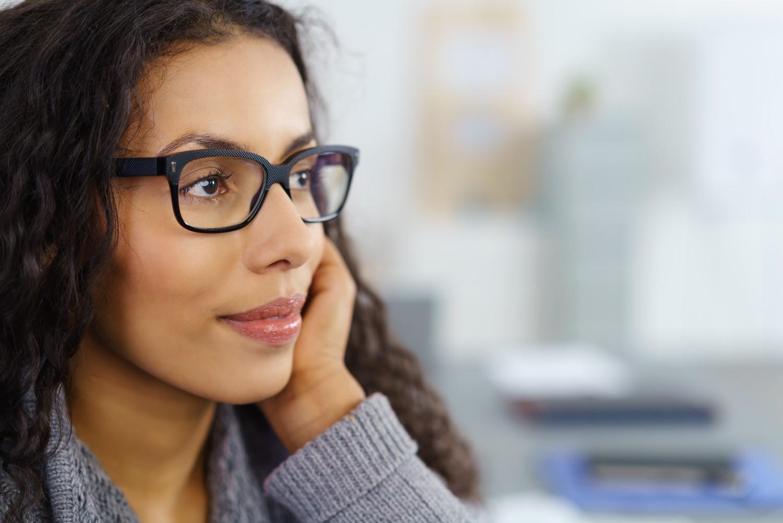 Header-was-sollen-wir-tun-nachdenkliche-junge-Frau